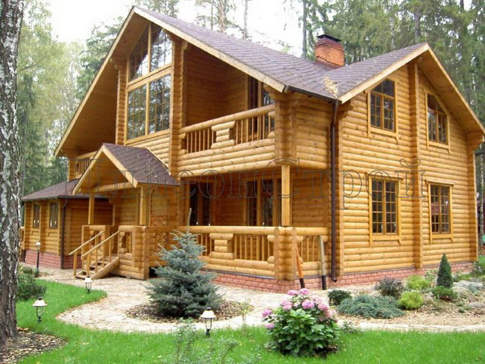 Строительство домов из оцилиндрованного бревна:  как построить качественный дом. Фото:  doma-klyuch.ru