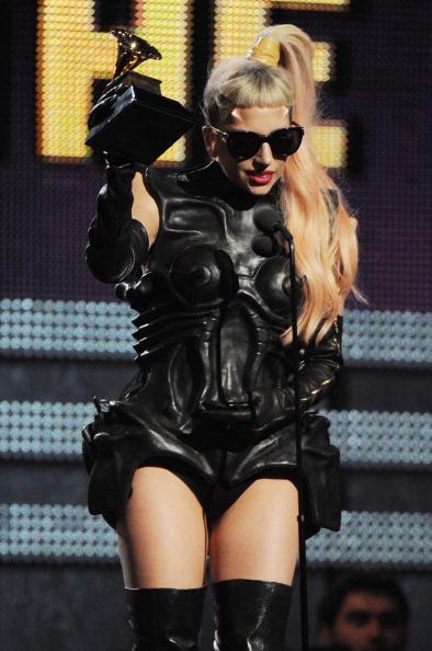 Grammy-2011. Церемония вручения наград. Леди Гага. Фоторепортаж. Фото: John Shearer/Kevin Winter/MARK RALSTON/ROBYN BECK/AFP/Getty Images