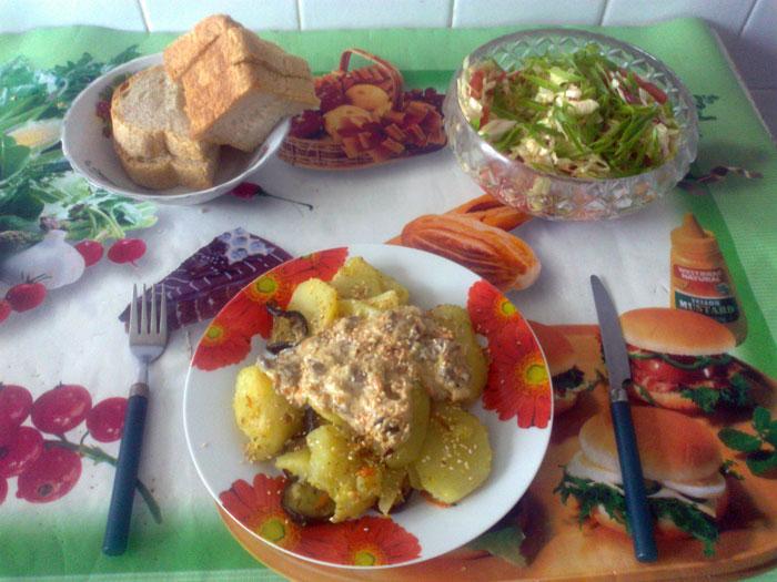 Картофель и баклажаны под сливочно-грибным соусом. Фото: Дмитрий Пономарев/Великая Эпоха (The Epoch Times)