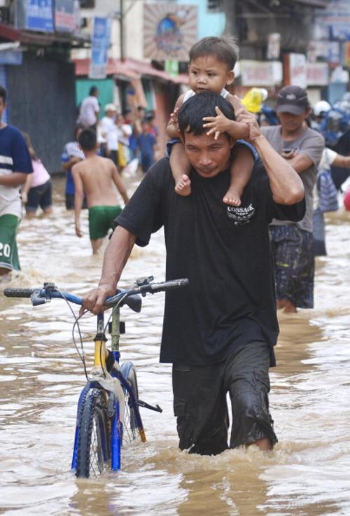 . Наводнение на Филиппинах. Фото: Dondi Tawatao/Getty Images
