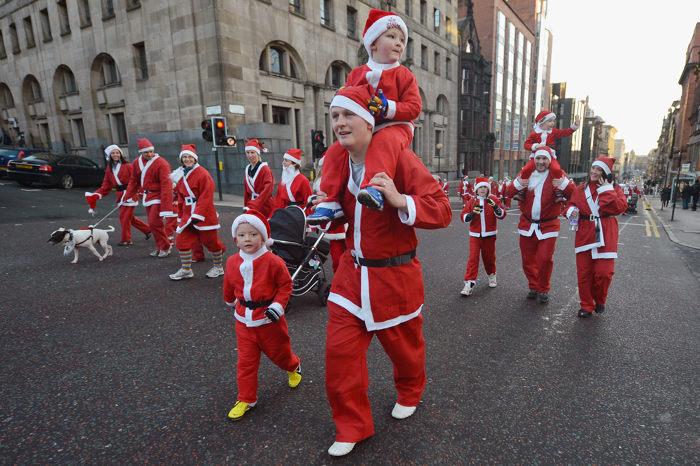 Рождественская пробежка Santa Dash в Глазго. Фоторепортаж. Фото: Jeff J Mitchell/Getty Images