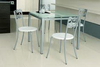 Стеклянные столы. Фото: pro100master.ru