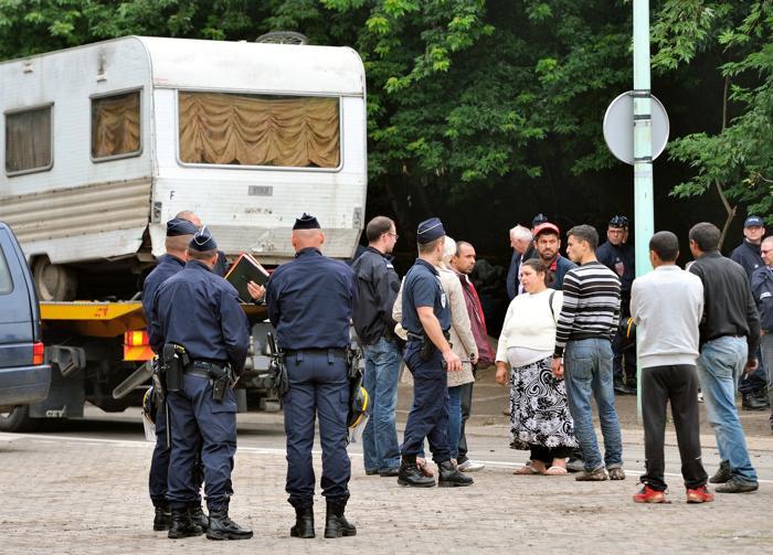 Выселение цыган из лагерей в городе Вильнёв-д'Аск во Франции. 9 августа 2012 г. Фото: PHILIPPE HUGUEN/AFP/GettyImages