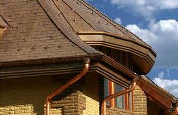 Водосточная система — защита и элемент дизайна. Фото: 1-r-c.ru