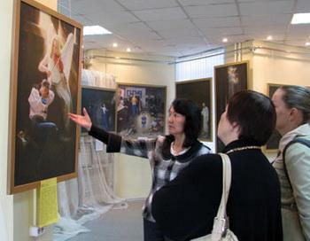 Художественная выставка «Истина Доброта Терпение»  в Абакане. Фото: Сергей Тугужеков/Великая Эпоха (The Epoch Times)