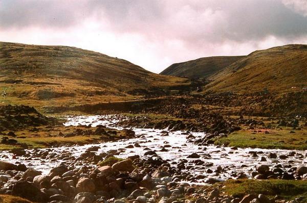 Ручей Панга: Древние ледники и сама природа служат фильтрами для чистых ручейков, которые сочатся по зеленой арктической тундре. Фото с сайта  theepochtimes.com