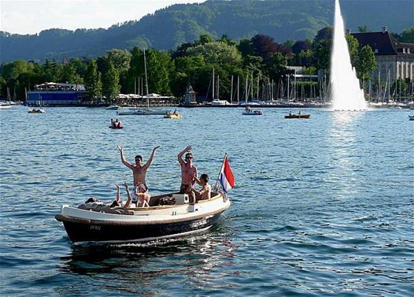 Разнообразные круизы и катание на лодке можно совершить на Цюрихском озере. Фото с сайта theepochtimes.com