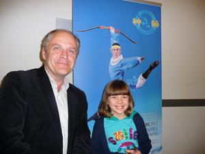 Филип Лефебюр с дочерью на представлении Shen Yun  12 марта в Конгресс-холле в Париже. Фото: Ханна Жмитко/ Великая Эпоха (The Epoch Times)