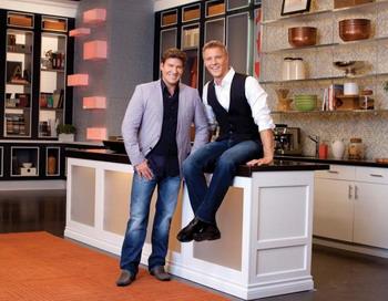Ведущие дневного канала CBC Крис Гайндман и Стивен Сабадос. Фото с сайта theepochtimes.com