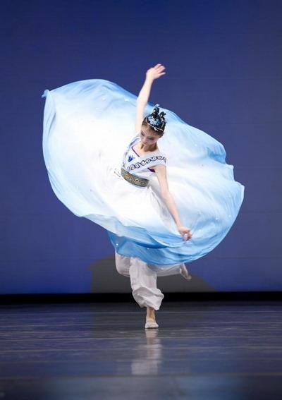 Чэнь Чиа Лин исполняет танец «Фея вод». Фото: Dai BING/Великая Эпоха /The Epoch Times