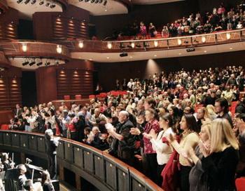 Cobb Energy Centre был заполнен полностью в день открытия. Аудитория аплодировала стоя. Фото: Рене ЛО. Великая Эпоха (The Epoch Times)