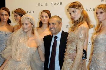 СВАДЕБНАЯ МОДА: Свадебное платье от дизайнера Элиа Саб на Парижской неделе Высокой моды, Весна/Лето 2010. Фото с сайта theepochtimes.com