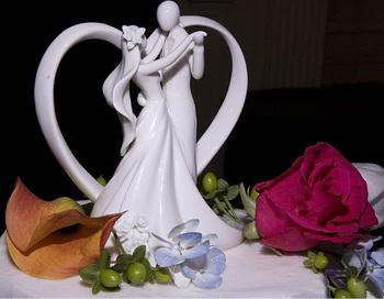РОМАНС: Закрученная фата - часть образа романтической свадьбы. Фото с сайта theepochtimes.com