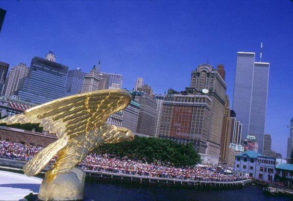 Самое  высокое здание в мире: Всемирный торговый центр до трагических событий 11 сентября. Фото с сайта  theepochtimes.com