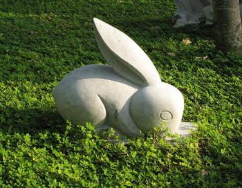 Скульптура кролика - один из 12 символов  китайского гороскопа.   Фото с сайта theepochtimes.com