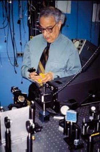 Али Джаван – отец лазера. Из серии «О ста гениях современности». Фото: Бетти Блэр