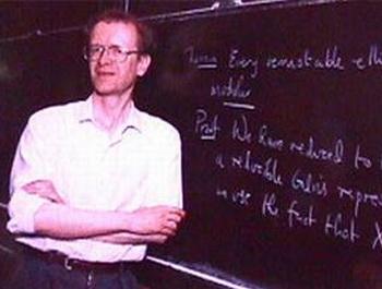 Эндрю Джон Уайлс доказал Великую теорему Ферма.