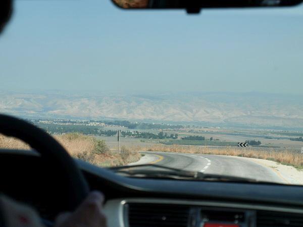 От Иерусалима до Афулы через Иорданскую долину. Едем в Афулу, спуск в долину Изреель. Фото: Хава ТОР/Великая Эпоха