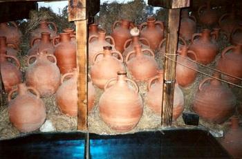 ДРЕВНИЕ АРТЕФАКТЫ: керамика в музее кораблей, артефакты эпохи древних мореплавателей. Фото: В. Рут Козак