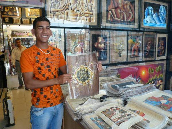Продавец папируса Ахмад. Фото: Елена Захарова/Великая Эпоха (The Epoch Times)