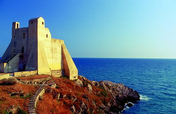 Страж моря: Башня Труглиа на побережье у входа в залив Сперлонга. Фото: Fototeca Enit/Vito Arcomano