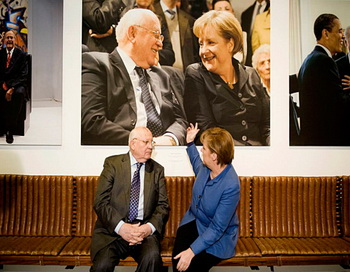 Часть истории: Меркель и Горбачев в музее Кеннеди. Фото: REGIERUNGonline/Denze