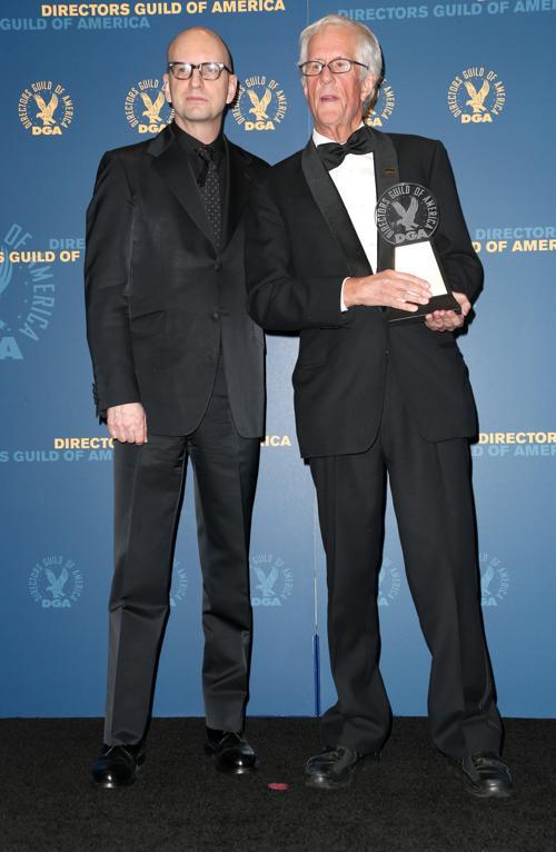 Стивен Содерберг (Л) и Майкл Аптед (П) на вручении премии Гильдии режиссёров США 3 февраля 2013 года в Голливуде, США. Фото: Frederick M. Brown/Getty Images