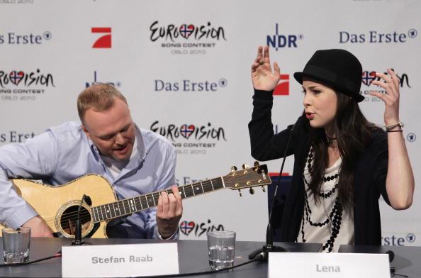 Лена Майер-Ландрут, победительница музыкального конкурса «Евровидение-2010» на пресс-конференции в   Кельне. Фото: Andreas Rentz/Getty Images