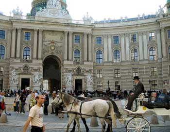 Главный вход в Хофбург. Фото: Ирина Рудская/Великая Эпоха