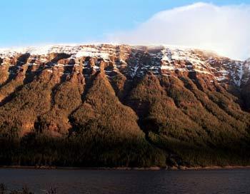 Относительные высоты на плато часто превышают 1000 м. Фото: NHPFUND.RU