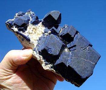 Лазурит — небесный камень. Фото: finesell.ru