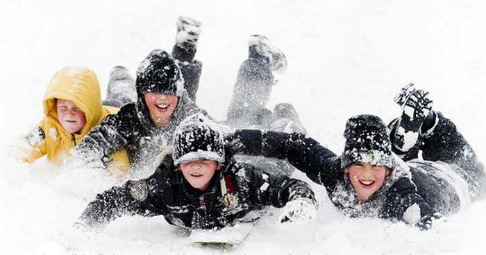 Зимний отдых семьей. Фото с sanki-lizi.ru