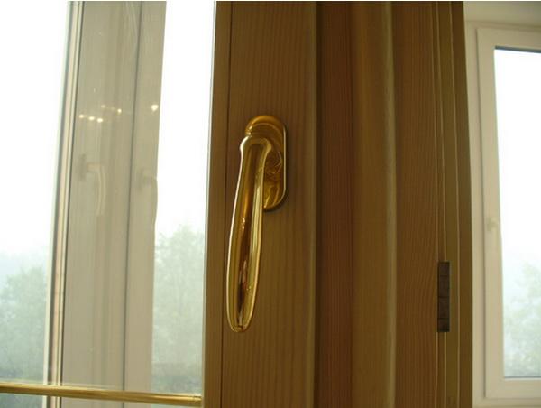 Любой капитальный ремонт в квартире нужно начинать с этого. Окна от профессионалов. Фото с oknadoka.ru