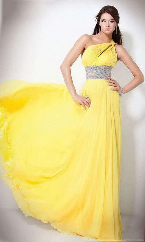 Выбираем шикарное и красивое платье на выпускной вечер. Фото с svplatya.ru