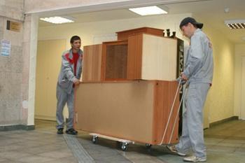 Услуга по вывозу для утилизации старой мебели. Фото с uborkachisto.ru