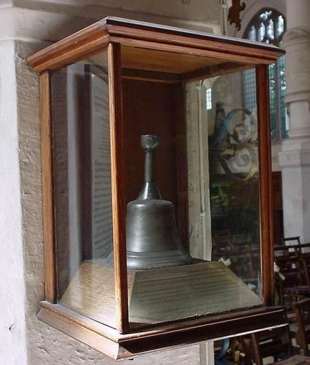 Мрачное напоминание о прошлом: Колокол Смертников все еще хранится сегодня в Церкви. (Библиотека Англиканской Церкви; Малькольм Эндрюс; Фрэнк Лин)