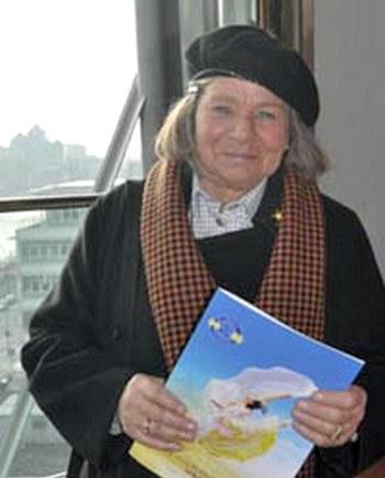 По словам Стюарт, профессора скульптуры из Ирландии, они с дочерью были в восторге от представления Shen Yun в Дублине. Фото: Великая Эпоха