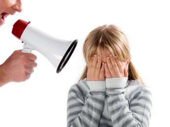 Авторитарные родители — раздражительные, конфликтные дети. Фото с cleverlady.ru