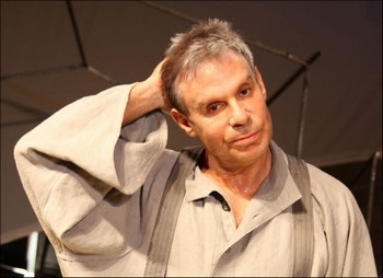 Ефим Шифрин на сцене. Фото: shifrin.ru