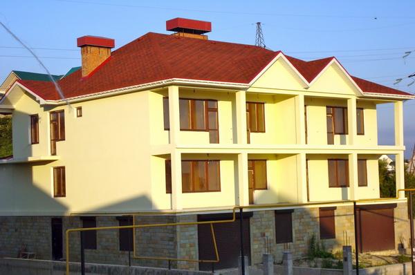 Купить дом в Сочи. Вид спереди. Фото предоставлено рекламодателем.