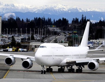 Самый большой самолет Boeing Delivers -747-8. Фото: Stephen Brashear/Getty Images