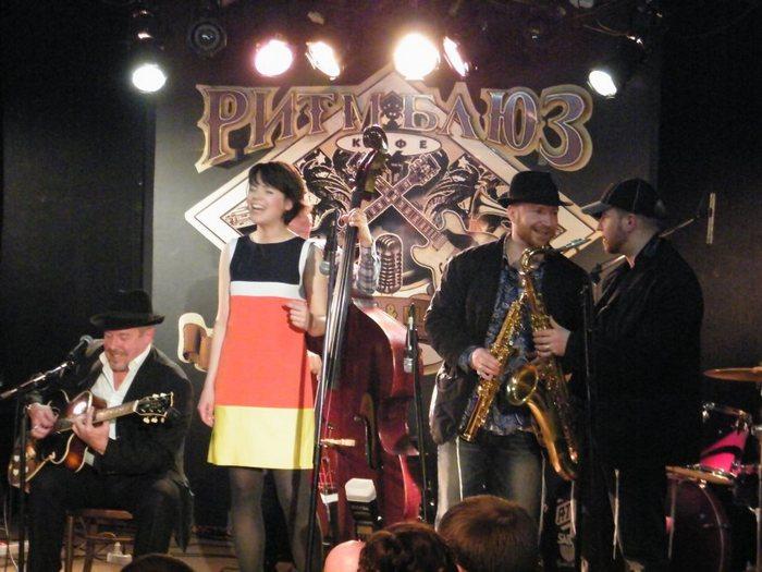 Гости и участники знаменитого «Ритм Блюз Кафе». Фото с www.facebook.com