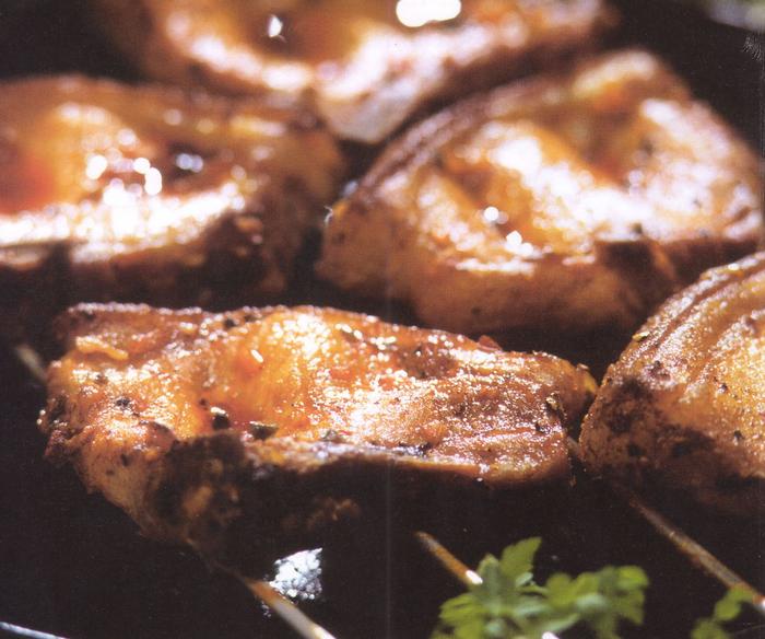 Мясо, приготовленное на гриле. Фото Гвидо Кайена из книги
