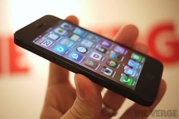 IPhone5. Фото с сайта http://thenewsit.ru/2012/09/obzor-iphone-5-2-15585.html