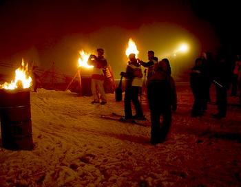 Керосиновые игры. Фото с сайта yandex.ru