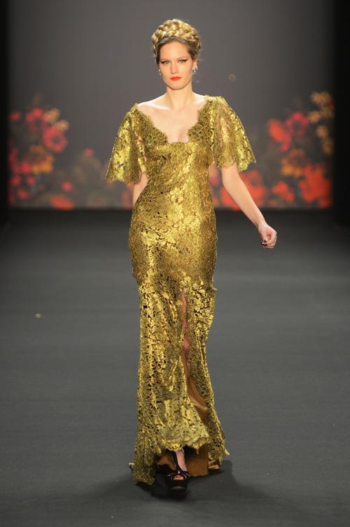 Коллекция вечерних платьев Лены Хошек на Mercedes-Benz Fashion Week в Берлине. Фоторепортаж. Фото: Frazer Harrison/Getty Images Mercedes-Benz