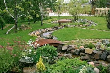 Природный камень в ландшафтном дизайне. Фото: mrkamen.ru