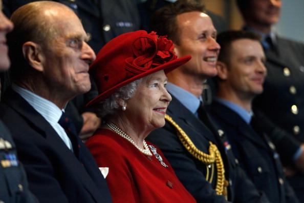 Елизавета II побывала на авиабазе Valley на острове Англси в гостях у внука, принца Уильяма. Фото: WPA Pool, Indigo /Getty Images