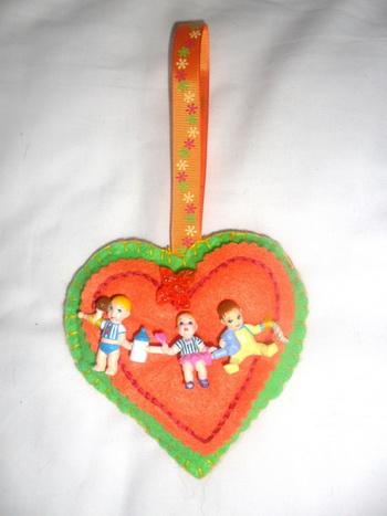 Украсьте своё сердечко символами, которые что-то значат для получателя. Фото: Mary Cann/Великая Эпоха (The Epoch Times)