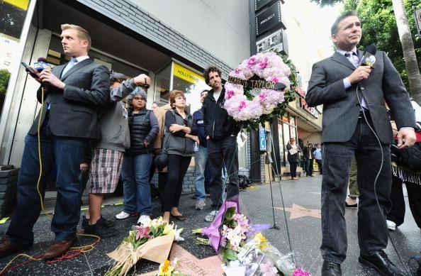 Похороны Тейлор прошли согласно ее волеизъявлению. Фото: Charley Gallay, Mark Ralston, Michael Buckner/Getty Images